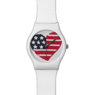 赤く白く及び青の米国旗のハートの形の腕時計 腕時計
