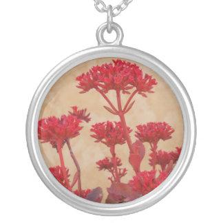 赤く素朴な花のネックレス シルバープレートネックレス