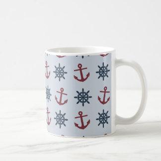 赤く青い船の車輪のいかりパターン コーヒーマグカップ