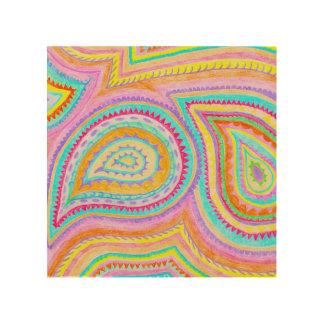 赤く黄色いピンクのBohoのペイズリーパターン ウッドウォールアート