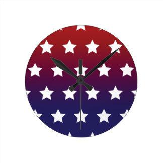 赤く、白いおよびブルースターパターン ラウンド壁時計