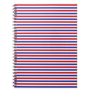 赤く、白いおよび青い縞のノート ノートブック
