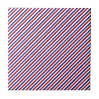 赤く、白く、および青の斜めのストライプ タイル
