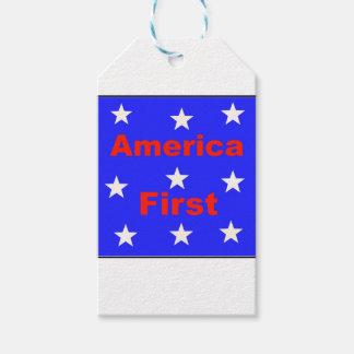 """赤く、白く、および青の""""アメリカは最初に""""設計します ギフトタグ"""