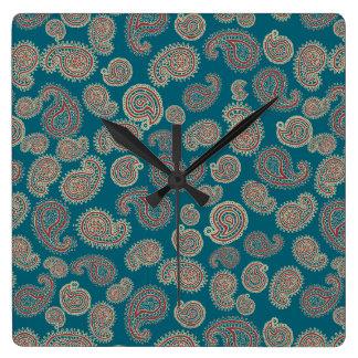 赤く、青およびベージュペイズリーパターン スクエア壁時計