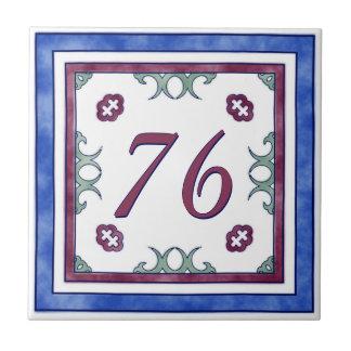 赤く、青および緑の大きい屋家番号 タイル