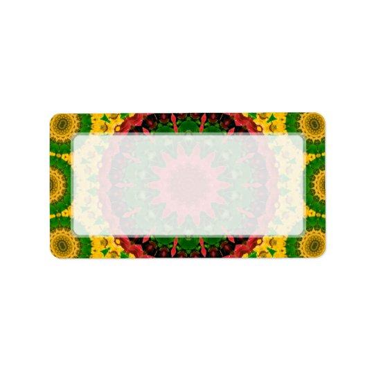 赤く、黄色および緑の万華鏡のように千変万化するパターンの曼荼羅 ラベル