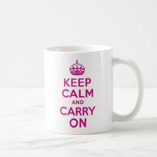 赤すみれ色のKeep Calm and Carry On コーヒーマグカップ