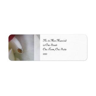 赤と白のてんとう虫の花びらの結婚 返信用宛名ラベル