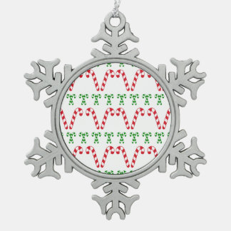 赤と白のキャンディ・ケーンの雪片のオーナメント スノーフレークピューターオーナメント