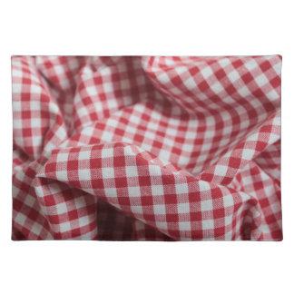 赤と白のギンガムのチェック模様の布 ランチョンマット