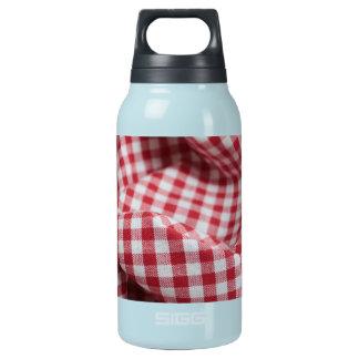 赤と白のギンガムのチェック模様の布 断熱ウォーターボトル