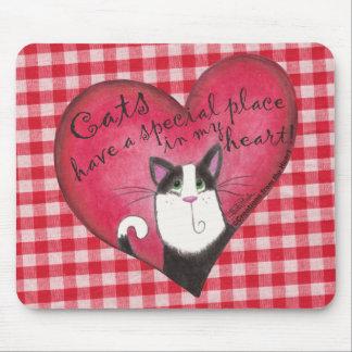 赤と白のギンガムの背景とのハートの猫 マウスパッド