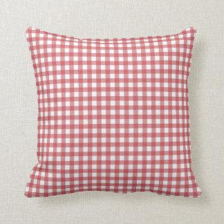 赤と白のチェック模様の枕 クッション