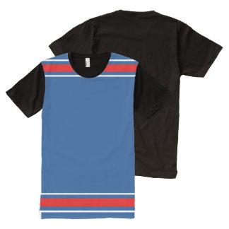 赤と白のトリムが付いている青 オールオーバープリントT シャツ