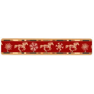 赤と白の雪片のクリスマスの馬 キーラック
