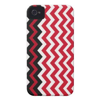 赤と白の黒いジグザグ形のボーダー Case-Mate iPhone 4 ケース