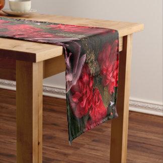 赤によっては花束のテーブルのランナーが開花します ショートテーブルランナー