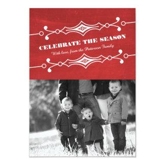 赤によって傾けられる黒板の休日の写真平らなカード カード
