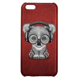 赤のかわいいベビーのコアラDjの身に着けているヘッドホーン iPhone5Cカバー