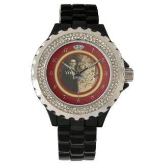 赤の写真が付いているかわいらしいダイヤモンドの結婚指輪 腕時計