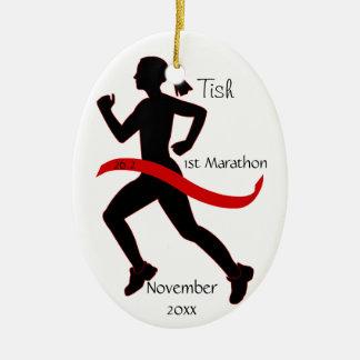 赤の女性のマラソン選手のオーナメント セラミックオーナメント