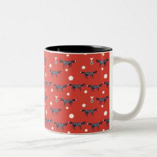 赤の鳥そして星を持つキツネ ツートーンマグカップ