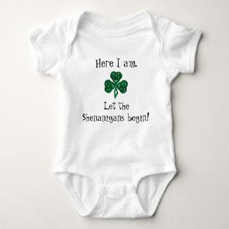 赤ん坊のセントパトリックの日は偽りが始まるようにしました! ベビーボディスーツ