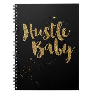 赤ん坊のノート、金ゴールドのグリッターのブラシの原稿を強いて下さい ノートブック
