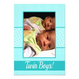 赤ん坊の対の男の子の誕生の発表 カード