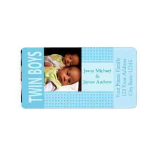 赤ん坊の対の男の子の誕生の発表 宛名ラベル