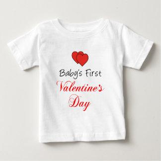 赤ん坊の最初バレンタインデー ベビーTシャツ