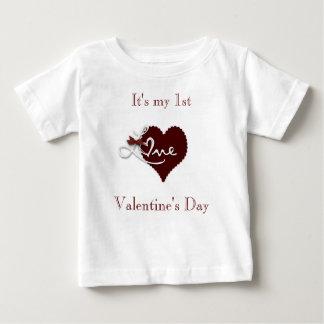 赤ん坊の最初バレンタインデーt.shirt ベビーTシャツ