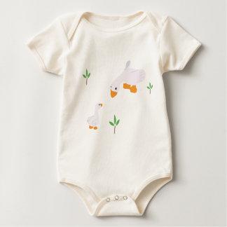 赤ん坊はママおよび赤ん坊のアヒルとDuck育ちます ベビーボディスーツ