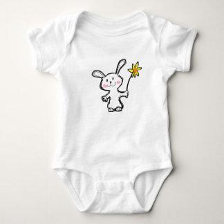 """赤ん坊は着せます""""かわいいバニー""""に ベビーボディスーツ"""
