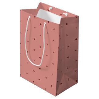 赤ピンクの三重ポルカの点のギフトバッグ ミディアムペーパーバッグ