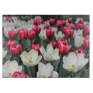 赤及び白の春のチューリップのまな板 カッティングボード