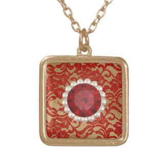 赤及び金ゴールドの模造のな花のレース及びルビー色の真珠 ゴールドプレートネックレス