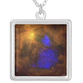 赤外線のオリオンの星雲 シルバープレートネックレス