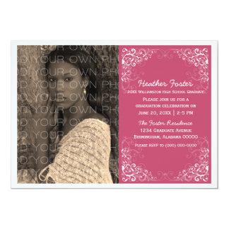 赤紫のエレガントな渦巻の写真の卒業の招待 カード