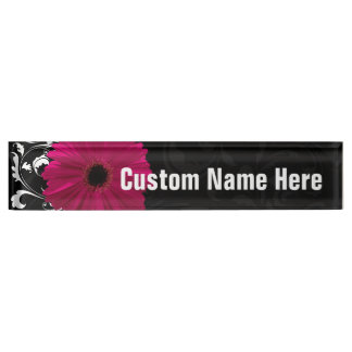 赤紫のガーベラのデイジーの黒くか白い渦巻 デスクネームプレート