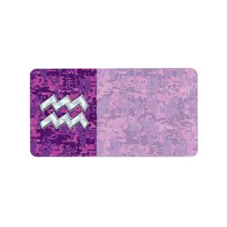 赤紫のデジタル迷彩柄のアクエリアスの(占星術の)十二宮図の記号 ラベル