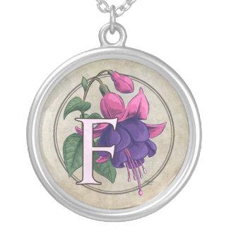 赤紫の花のモノグラムのためのF シルバープレートネックレス
