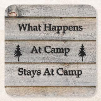 起こる何がキャンプでキャンプの滞在で スクエアペーパーコースター