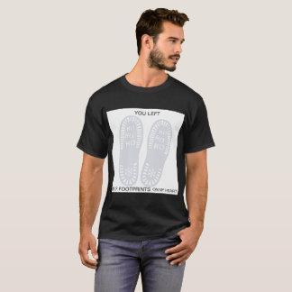 足跡の思考 Tシャツ