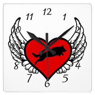 跳躍のジャーマン・シェパードの飛んだハート愛犬 スクエア壁時計