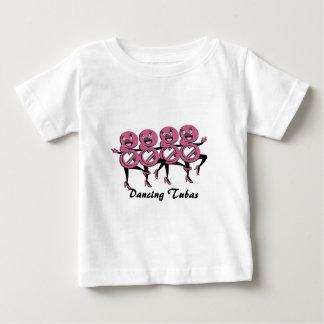 踊りのテューバのピンク ベビーTシャツ