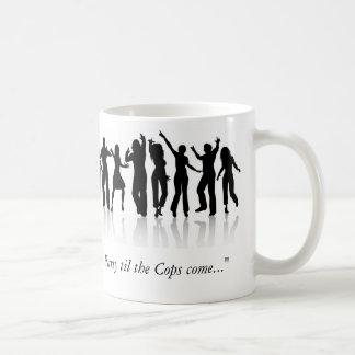 """踊りの人々、police_silhouette、""""tまでパーティー… コーヒーマグカップ"""