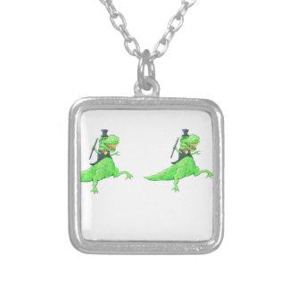 踊りの恐竜 シルバープレートネックレス