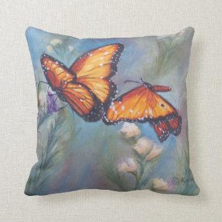 踊りの(昆虫)オオカバマダラ、モナークの枕 クッション